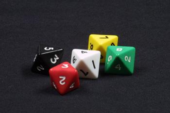 5 dados de ocho caras, de colores, con números