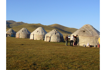 """Yurtas junto al lago Son-Kul, República Kirguiza"""