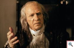 Escena de la película Amadeus: Salieri anciano
