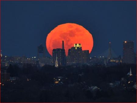 Luna en Boston el 24 de marzo de 2011