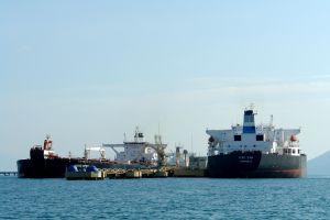 petrolero 728052_oil_ship.jpg